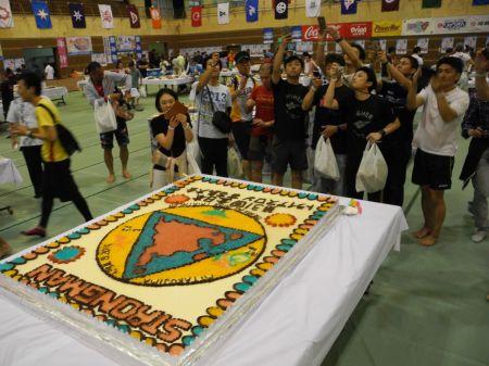 ワイドーパーティー おなじみの特大ケーキ。ちゃんと伊良部島が入ってました。