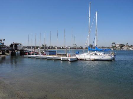ベルモント・ショア。この奥にスイム出来る場所がある。波は無いが水は汚い。早く宮古島の海で泳ぎたいものである。