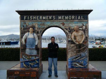 港の入り口にあった記念碑(門?)