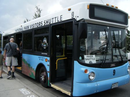 ロッキーナショナルパーク内は無料バスで移動可能。