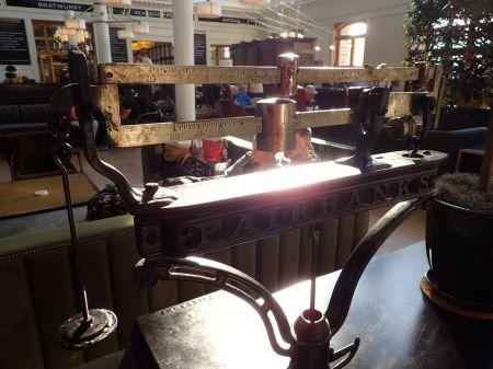 ユニオンステーションの中に展示されていた古い計量器。