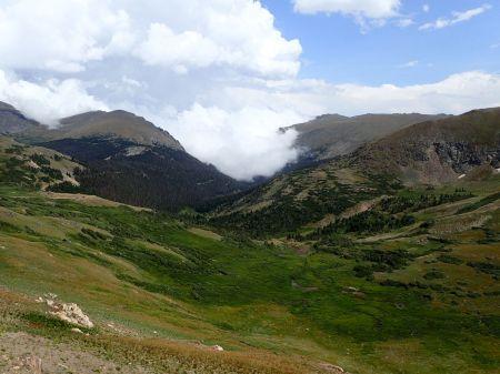 ロッキーマウンテン頂上、沸き立つ雲であっという間に真っ白。